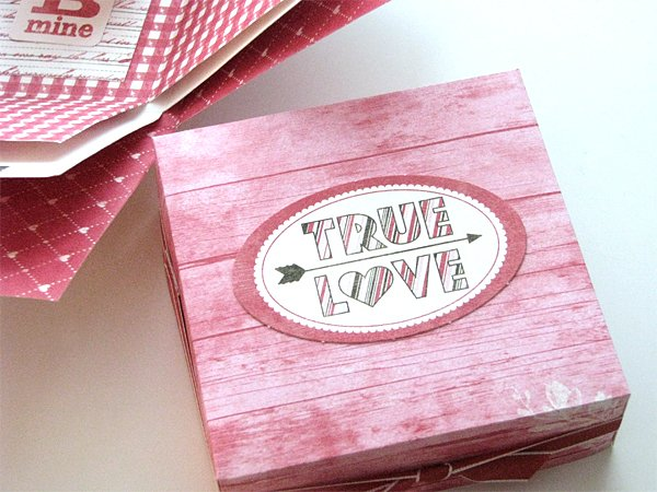 http://vintagepagedesigns.com/tutorial-make-scrapbook-box/